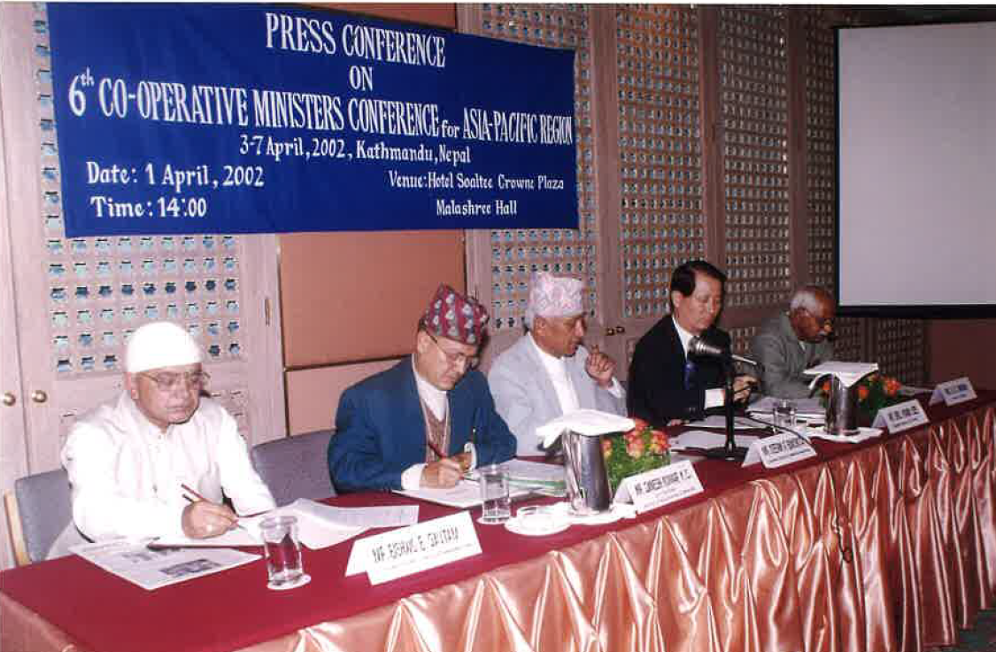 2002 Press conference on 6th cooperative ministers' conference for AP Nepal